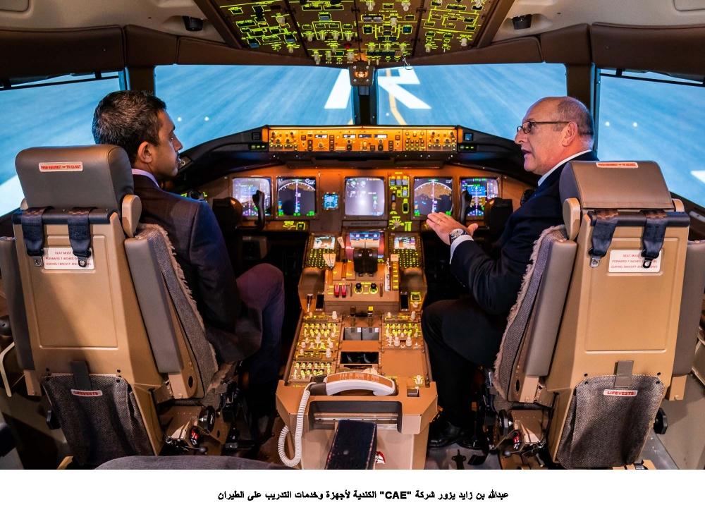 عبدالله بن زايد لدى زيارته شركة «CAE» لأجهزة وخدمات التدريب على الطيران في كندا.