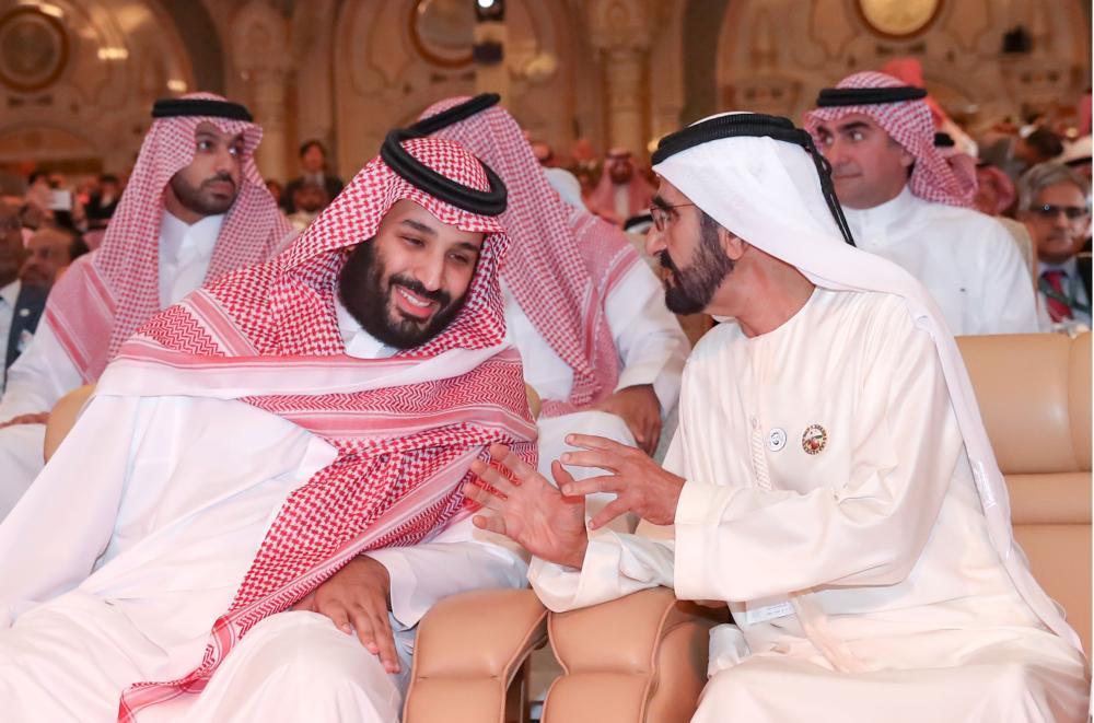 محمد بن راشد في حديث مع محمد بن سلمان. (وام)