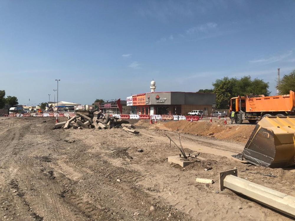 محال تجارية في منطقة المعيريض في رأس الخيمة تضررت من الإنشاءات. (الرؤية)