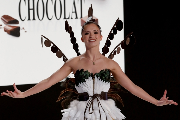 French dancer Marie Denigot presents a creation made of chocolate during the Chocolate Fair (Salon du Chocolat) in Paris on October 30, 2018. (Photo by FRANCOIS GUILLOT / AFP)