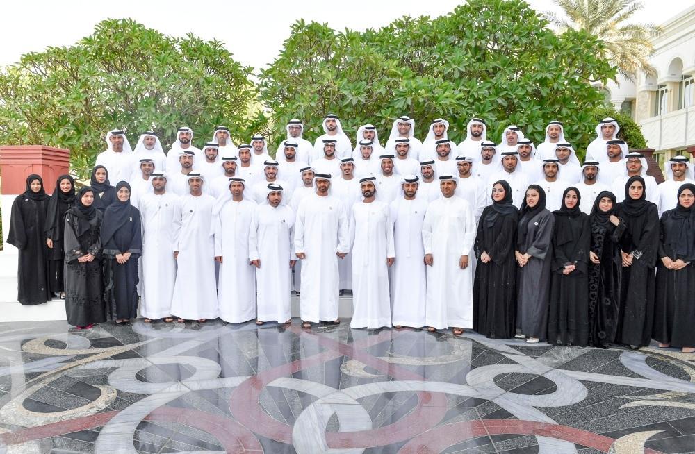 __محمد بن راشد ومحمد بن زايد يستقبلان فريق مهندسي  خليفة سات. 13-1541261216_267
