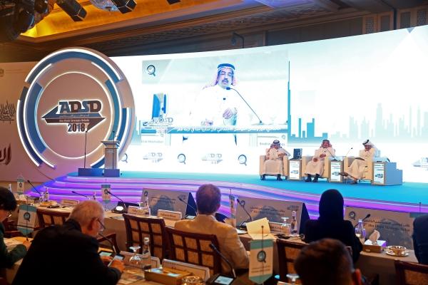 جانب من جلسة «نهاية الخرافة - قطر» ضمن منتدى أبوظبي الاستراتيجي الخامس. (تصوير: محمد بدرالدين)