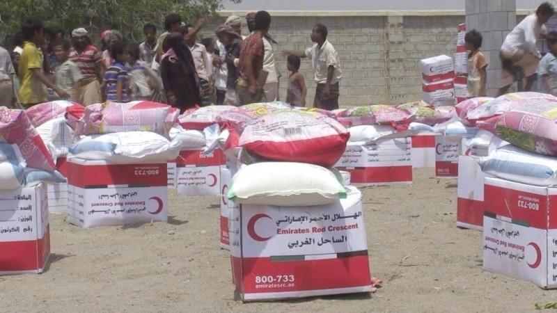 مساعدات الهلال الأحمر الإماراتي   لسكان الساحل الغربي اليمني. (الرؤية)