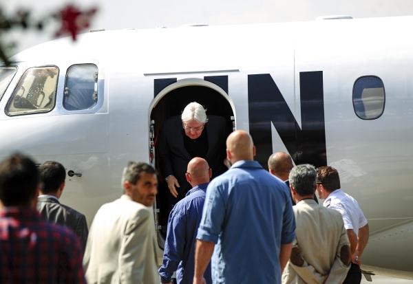 مارتن غريفيث لدى وصوله إلى صنعاء الأربعاء الماضي. (أ ف ب)