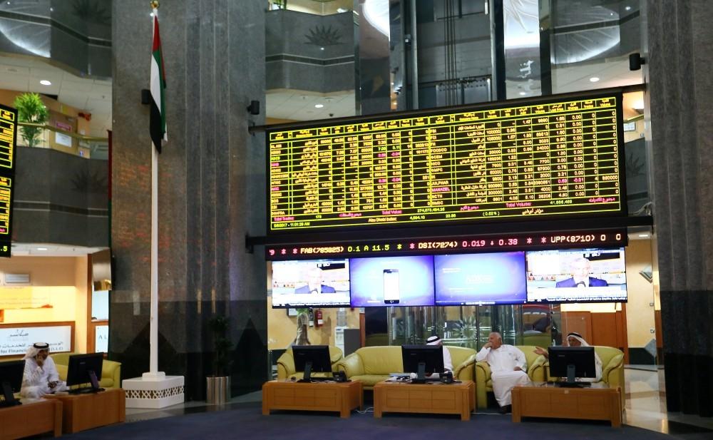 تراجع حاد في سوق أبوظبي بضغط من القطاع المصرفي. (الرؤية)