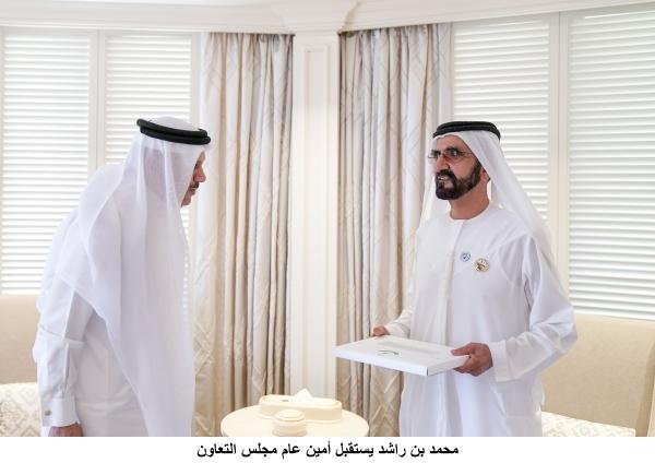 محمد بن راشد ملتقياً عبداللطيف الزياني في دبي أمس. (وام)