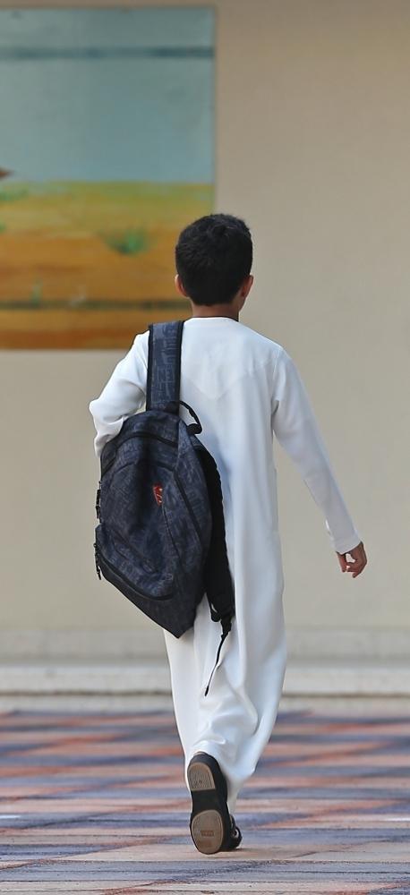 طلاب مدرسة الصقور يتوجهون نحو قاعات الدراسة في اليوم الاول من العام الدراسي في ابوظبي 02 09 2018