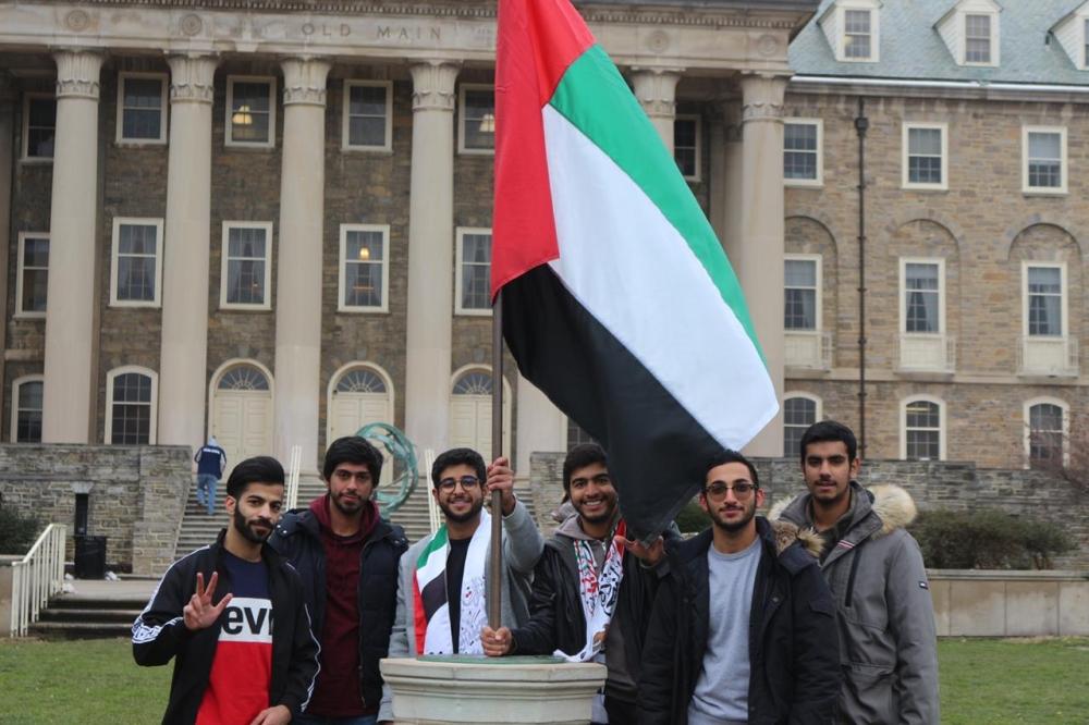 طلبة إماراتيون يحتفلون باليوم الوطني (4)