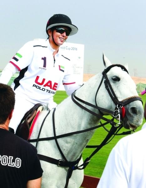 ميثاء بنت محمد مشاركة مع فريق الإمارات أمس الأول في كأس اليوم الوطني للبولو. (الرؤية)