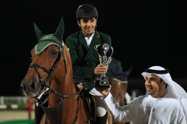 أحمد ناصر الريسي يتوج أحد الأبطال ضمن فعاليات الأسبوع الثامن لدوري الإمارات لونجين لقفز الحواجز .(الرؤية)