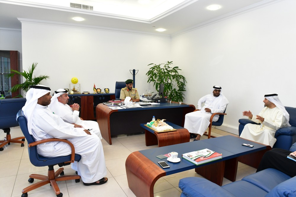 جانب من اجتماع شرطة دبي مع الأمانة العامة لشؤون المجلس التنفيذي. (الرؤية)