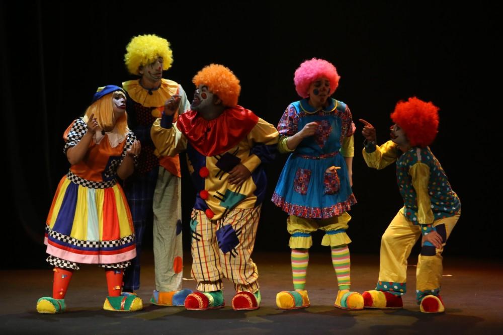 مشهد من مسرحية «اللعبة» لمسرح بني ياس.