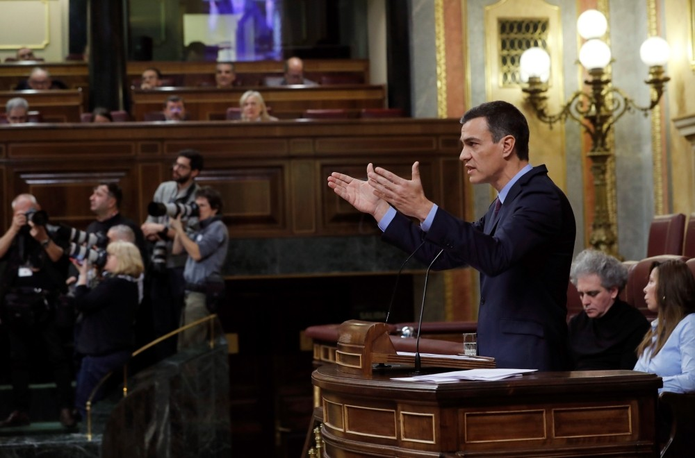 epa07225204 Spanish Prime Minister, Pedro Sanchez delivers a speech at the Lower House in Madrid, Spain, 12 December 2018, during question time. Spanish Prime Minister Pedro Sanchez appeared before the Parliament to talk about the situation in Catalonia and the EU agreement for Britain's Brexit.  EPA/ZIPI