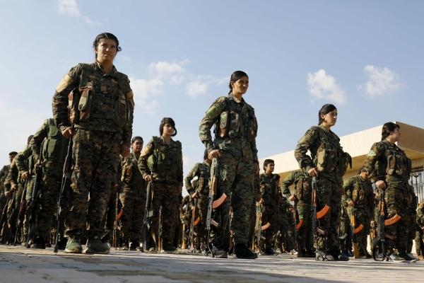 صورة بثتها «أ ف ب» أمس لعناصر من مقاتلو قوات سوريا الديمقراطية.