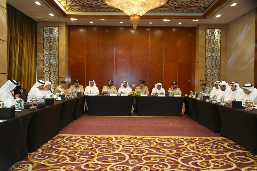 اللواء المري يترأس الاجتماع الدوري لفريق الأزمات في دبي. (الرؤية)