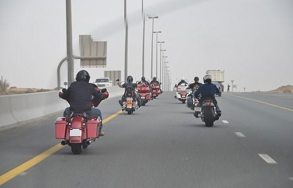 شرطة أبوظبي تحدد أبرز أسباب حوادث الدراجات النارية. (الرؤية)