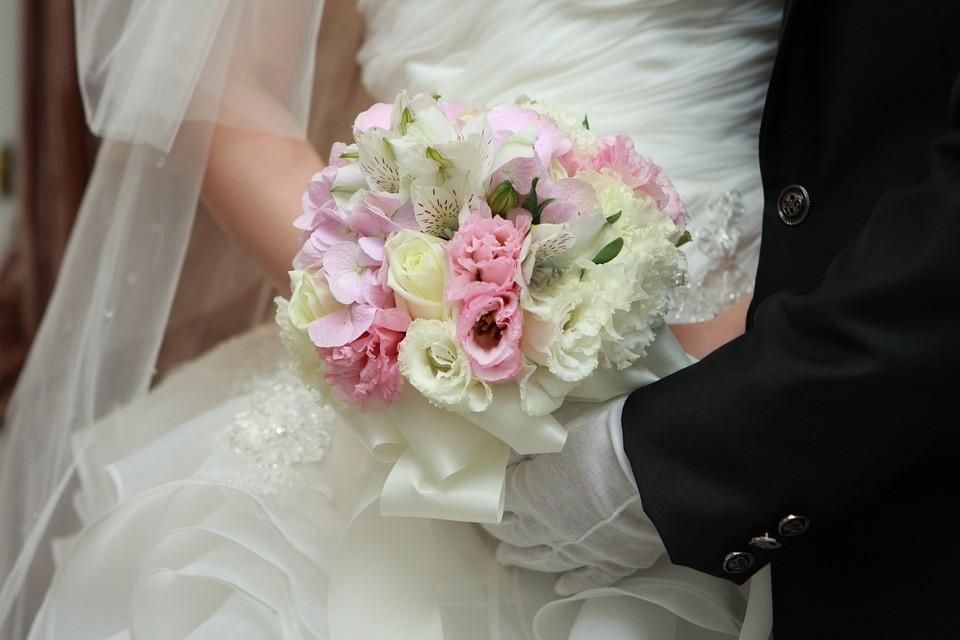 cf06fe66c لـعرائس 2019 .. أفكار عصرية لـ «مسكة عروس» أنيقة - صحيفة الرؤية
