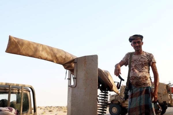 جندي من الجيش اليمني في مدينة الحديدة.  (إي بي إيه)