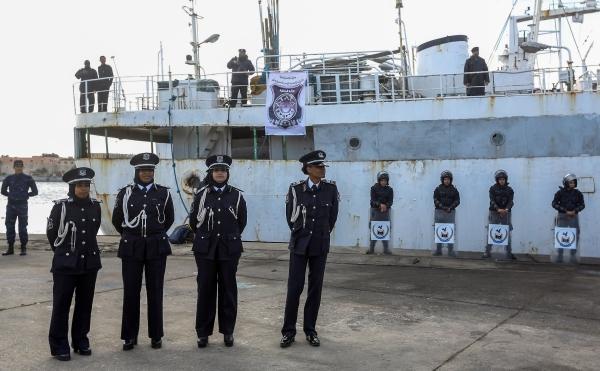 جانب من حفل تخريج دفعة نسائية لخفر السواحل في ميناء طرابلس. (أ ف ب)