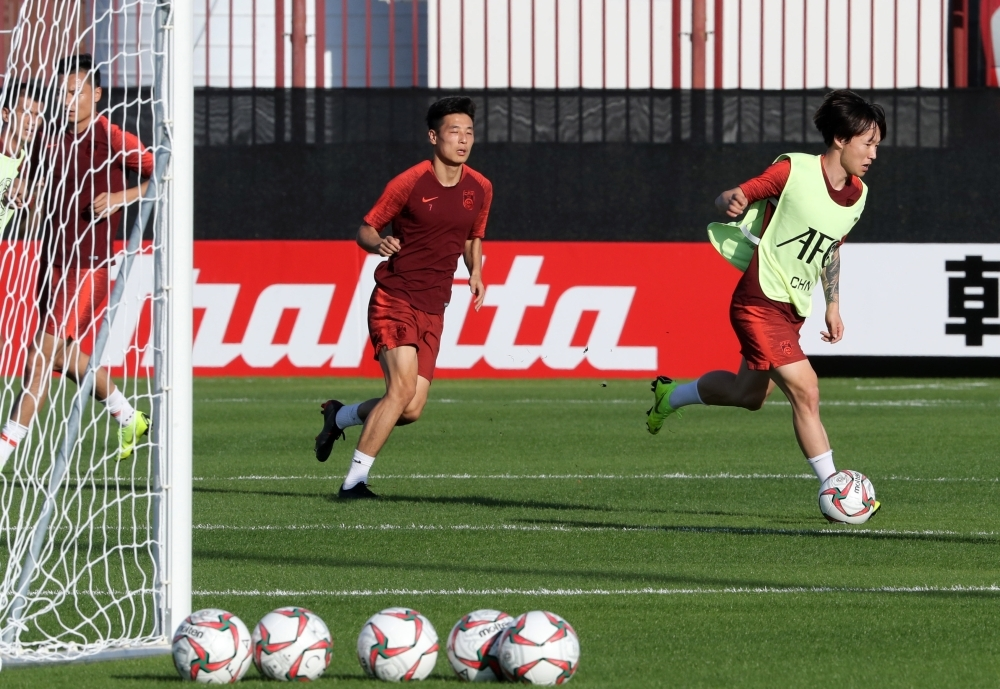 Players of China's national football team take part in a training session, ahead of the UAE 2019 AFC Asian Cup, in Abu Dhabi on January 3, 2019. (Photo by KARIM SAHIB / AFP)