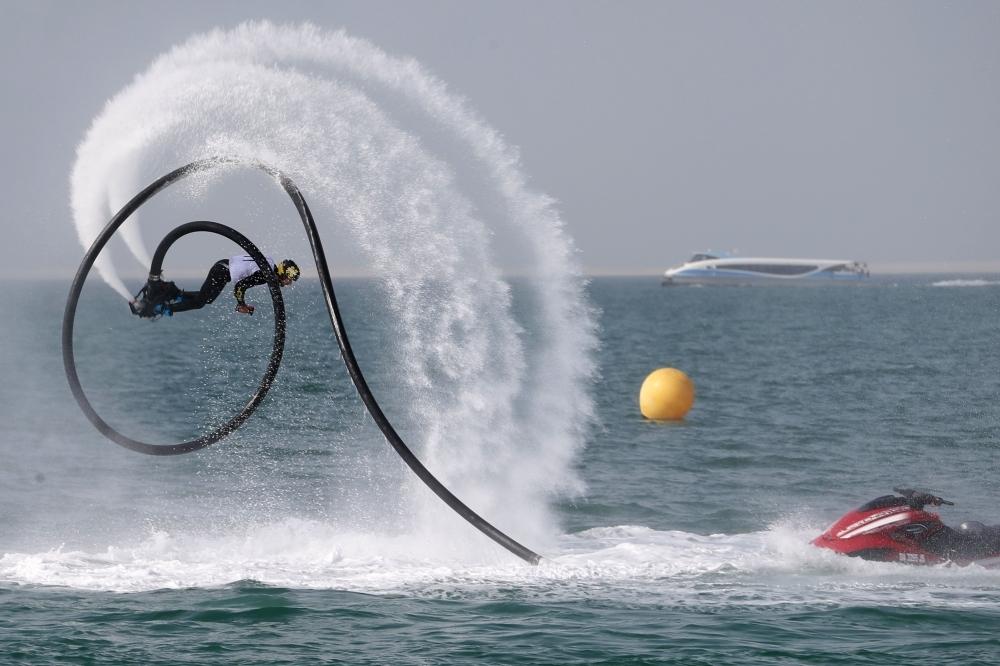 من منافسات سابقة للدراجات المائية في دبي. (الرؤية)