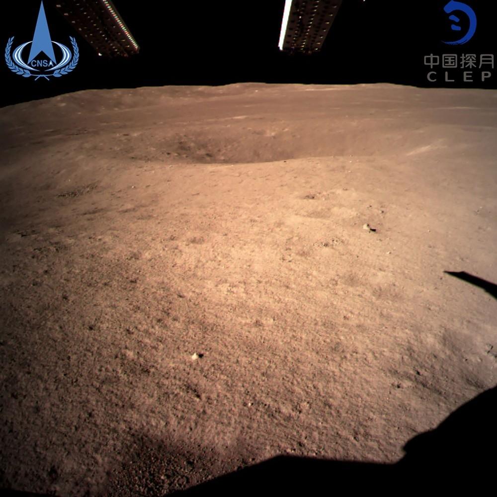 المسبار الصيني «تشانغ آه -4» أكمل مهمته بنجاح على سطح القمر. (أ ف ب)