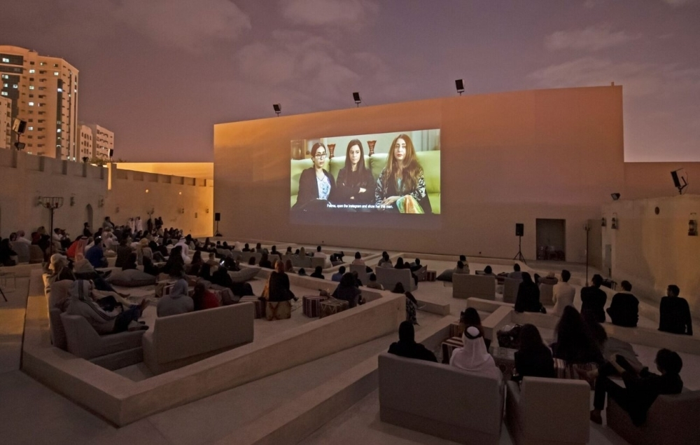 فعاليات العروض التي انطلقت في سينما سراب بمنطقة قلب الشارقة