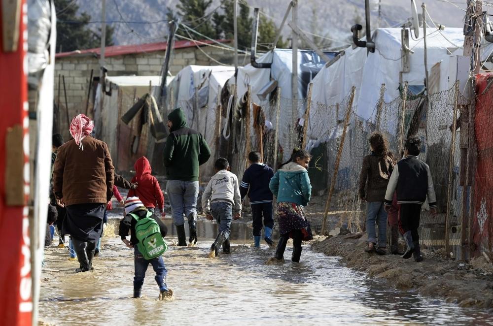 لاجئون سوريون في مخيم وادي البقاع بلبنان. (أ ف ب)
