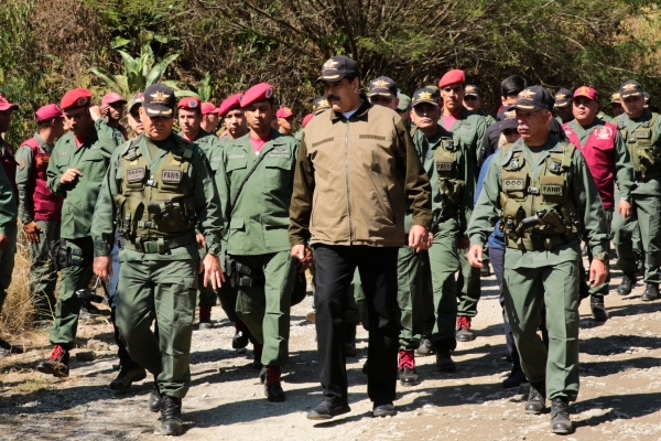 الرئيس الفنزويلي مادورو في لقاء مع الجيش. (رويتر)