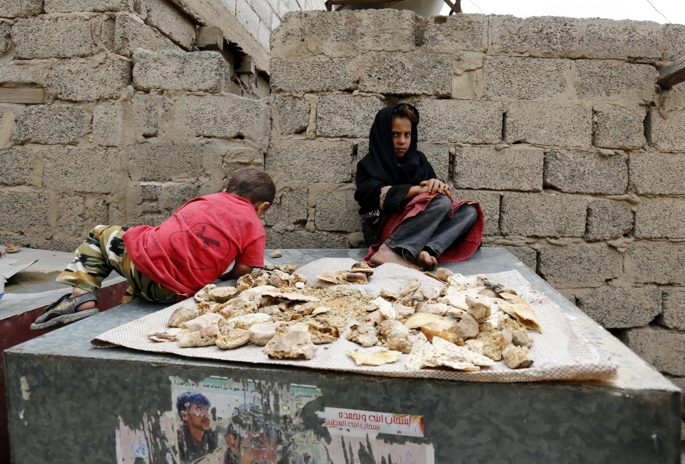 epa06170792 Yemeni children sit near remains of dry bread at a slum in Sana'a, Yemen, 29 August 2017. According to reports, the number of weekly new cases of cholera in Yemen has stabilized at around 35,000 since mid-August, in contrast to the nearly 50,000 weekly reported in June, after cholera outbreak left almost 2,000 dead and infected some 500,000 since late April. EPA/YAHYA ARHAB