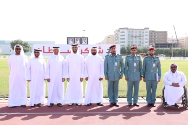 اللجنة المنظمة أمام وسم «شكراً سلطان» خلال الزيارة التفقدية لنادي الثقة للمعاقين. (الرؤية)