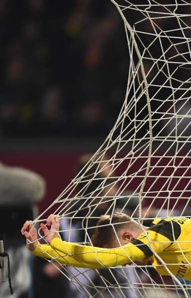 epa07379549 Dortmund's Jacob Bruun Larsen reacts during the German Bundesliga soccer match between 1. FC Nuremberg and Borussia Dortmund in Nuremberg, Germany, 18 February 2019. EPA/LUKAS BARTH-TUTTAS CONDITIONS - ATTENTION: The DFL regulations prohibit any use of photographs as image sequences and/or quasi-video.