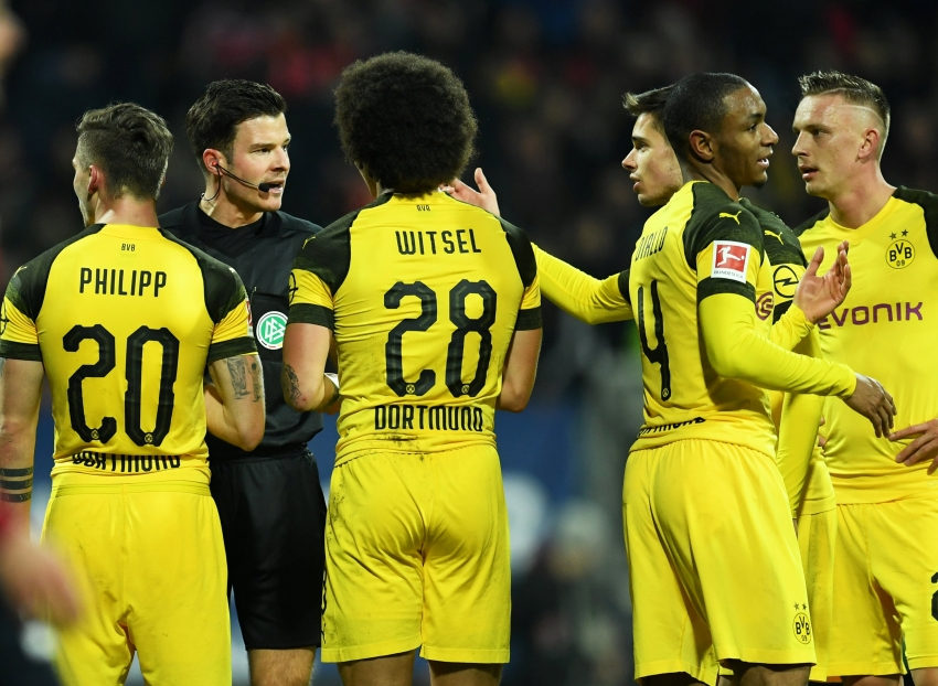 Soccer Football - Bundesliga - 1. FC Nurnberg v Borussia Dortmund - Max-Morlock-Stadion, Nuremberg, Germany - February 18, 2019 Borussia Dortmund's Julian Weigl, Axel Witsel and team mates remonstrate with referee Harm Osmers REUTERS/Andreas Gebert DFL regulations prohibit any use of photographs as image sequences and/or quasi-video
