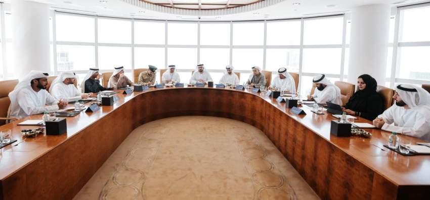 محمد القرقاوي مترئساً الاجتماع الأول لرؤساء مجالس دبي للمستقبل. (الرؤية)