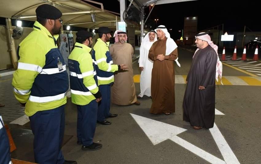 مدير جمارك دبي أحمد محبوب مصبح خلال تفقده منفذ حتا الحدودي.