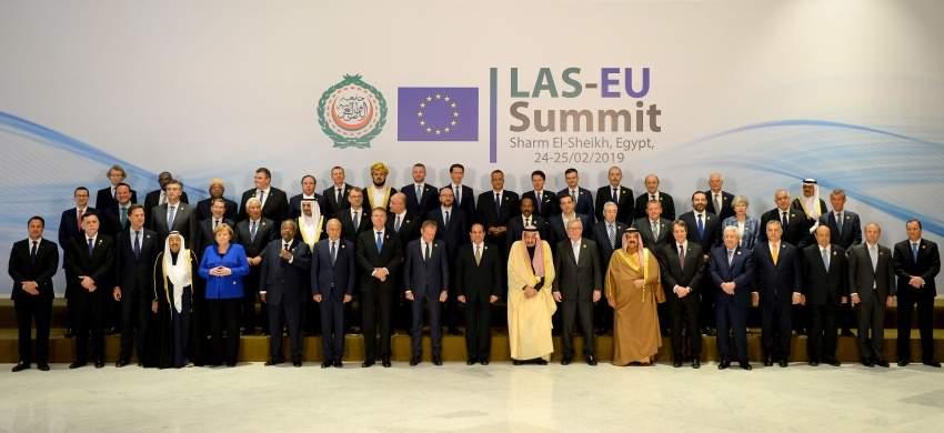 قادة ورؤساء حكومات الدول المشاركون في القمة العربية ـ الأوروبية بشرم الشيخ. (أ ف ب)