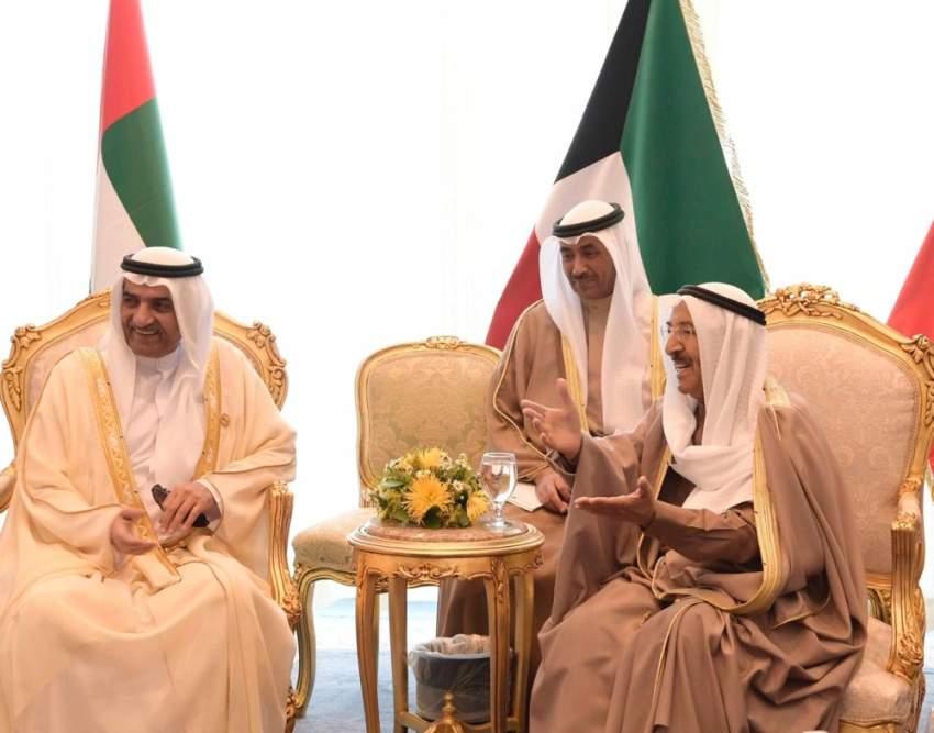 حاكم الفجيرة ملتقياً أمير الكويت في شرم الشيخ. (وام)