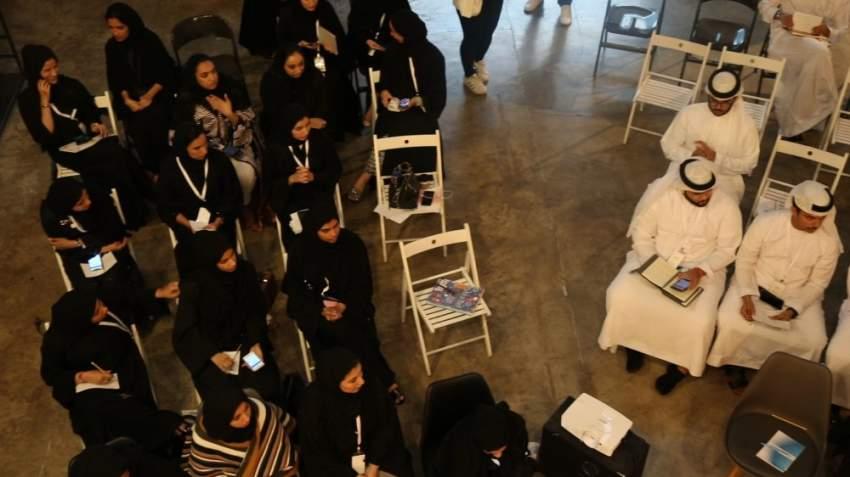 الشباب خلال طرح الأفكار في الفعالية.