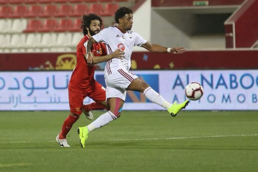من مباراة الفجيرة والشارقة ضمن دوري الخليج العربي في الفجيرة. (الرؤية)