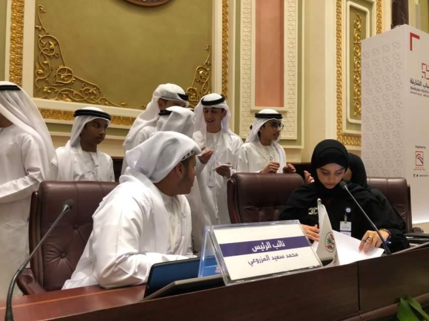استعدادات رئيس المجلس والنائب قبل انطلاق الجلسة