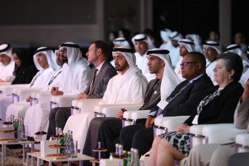 عبدالله بن زايد أثناء الدورة السادسة من القمة العالمية للمحيطات بحضور ثاني الزيودي. (تصوير: محمد بدرالدين)