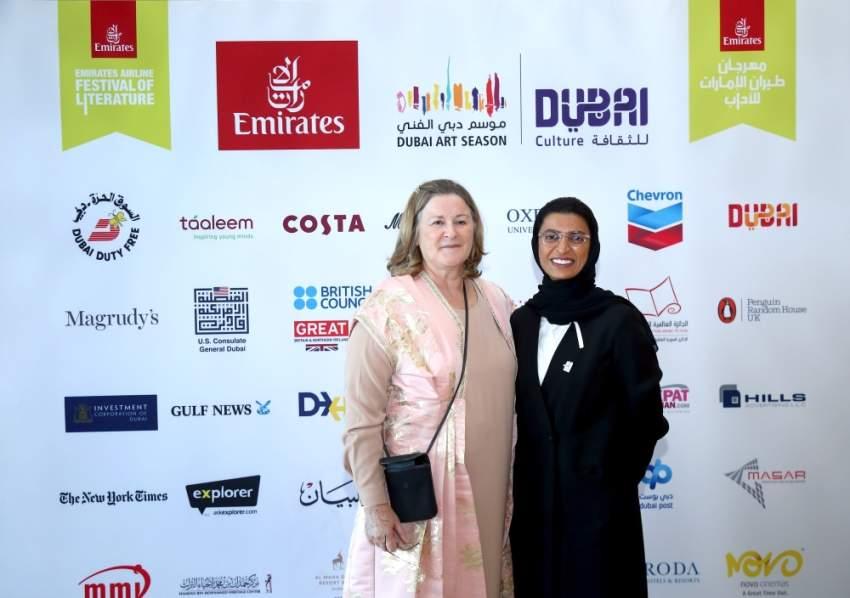 نورة الكعبي وإيزابيل أبو الهول المديرة المؤسِسة للمهرجان.