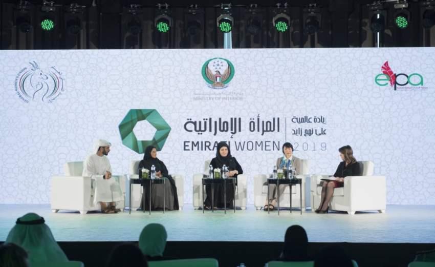 جانب من فعاليات مؤتمر «المرأة الإماراتية» الذي انطلق أمس في أبوظبي. (الرؤية)