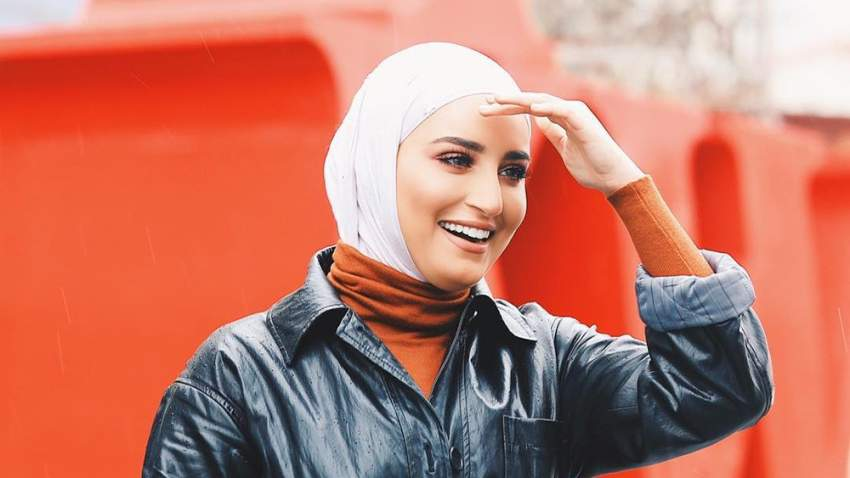 لفة حجاب عصرية بأسلوب دلال الدوب