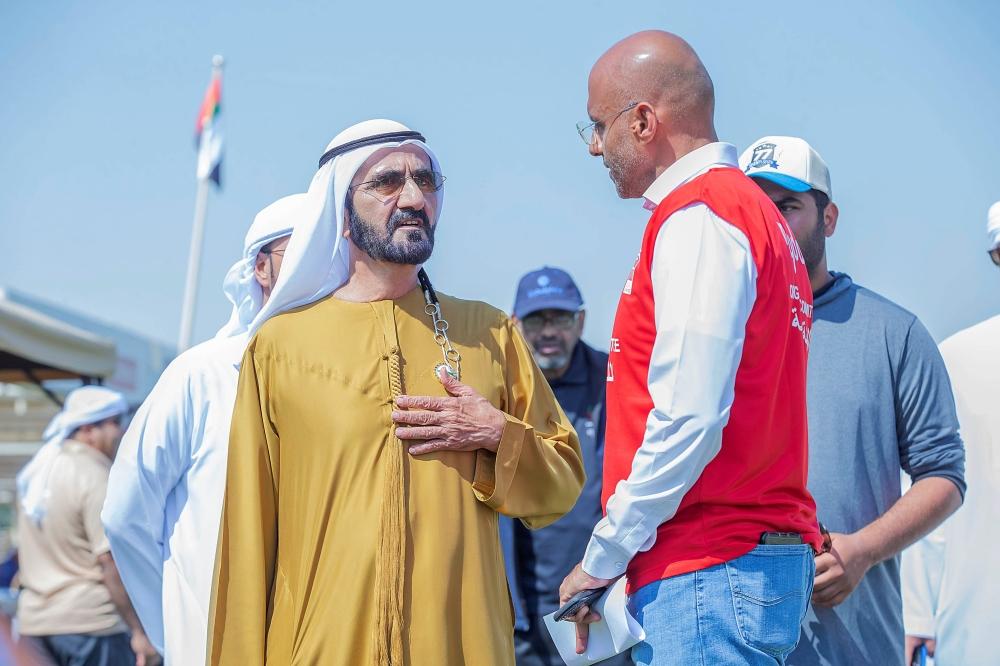 محمد بن راشد متابعاً سباق اليمامة ضمن مهرجان ولي عهد دبي للقدرة. (الرؤية)