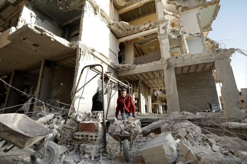 أطلال حي في الغوطة الشرقية. (رويترز)