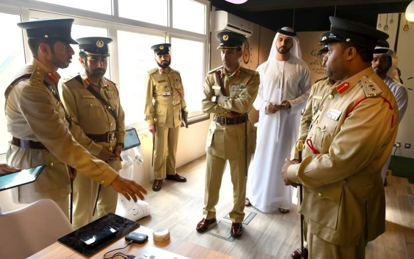 القائد العام لشرطة دبي متفقداً الإدارة العامة للذكاء الاصطناعي. (الرؤية)