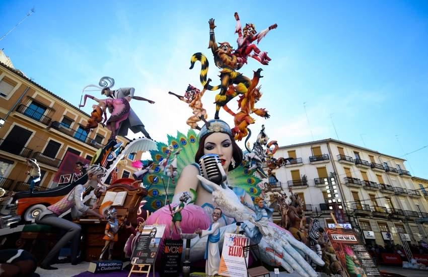 مهرجان فالاس الفلكلوري الشهير - فالنسيا الإسبانية