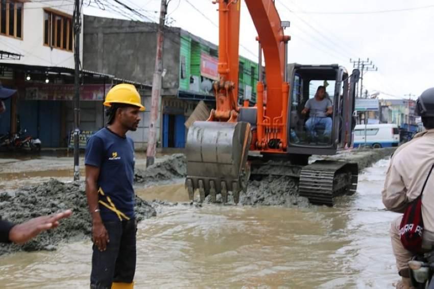 ارتفاع حصيلة قتلى الفيضانات والانهيارات الأرضية بإندونيسيا إلى 92