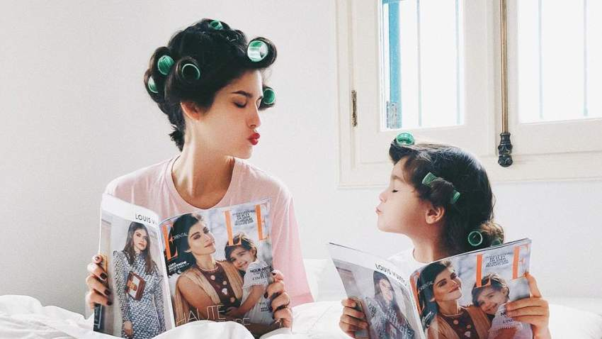 نور عريضة مع ابنتها
